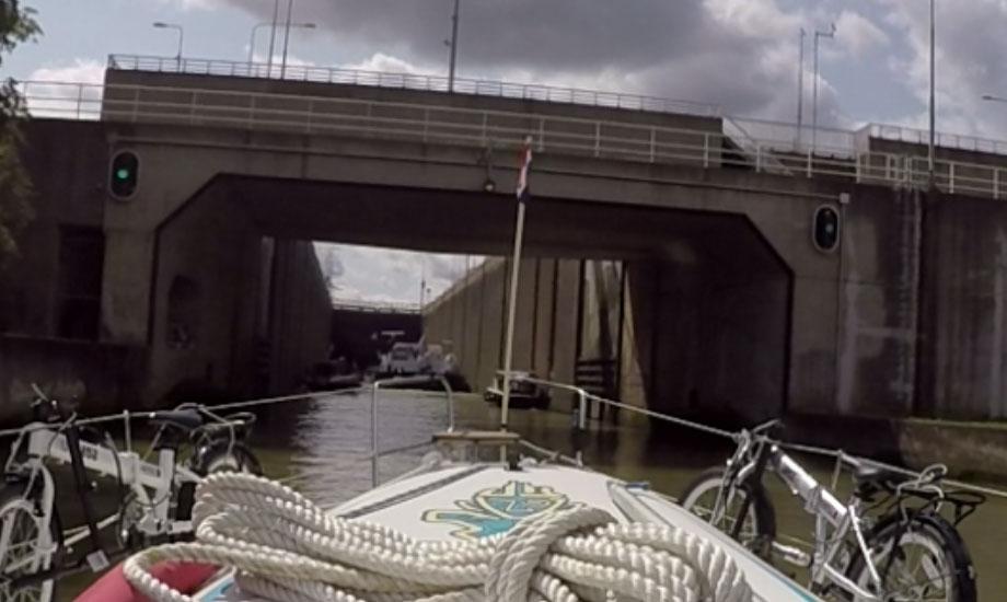 sluser kanalveien-til-middelhavet-med-båt (4)
